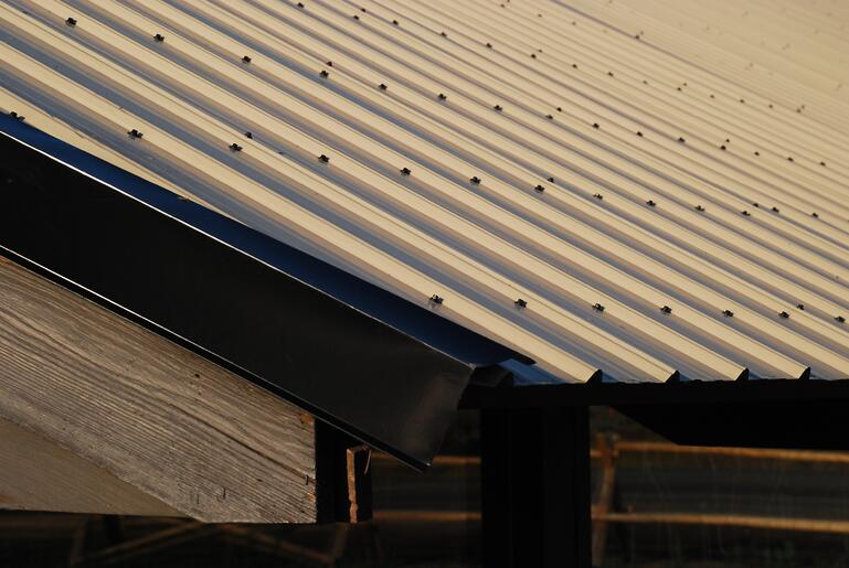 Corrugated_metal_roof