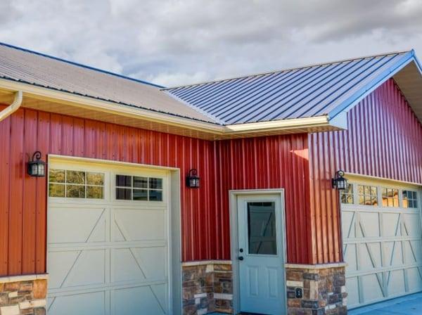 Metal siding on a garage in Tuff Rib Panels